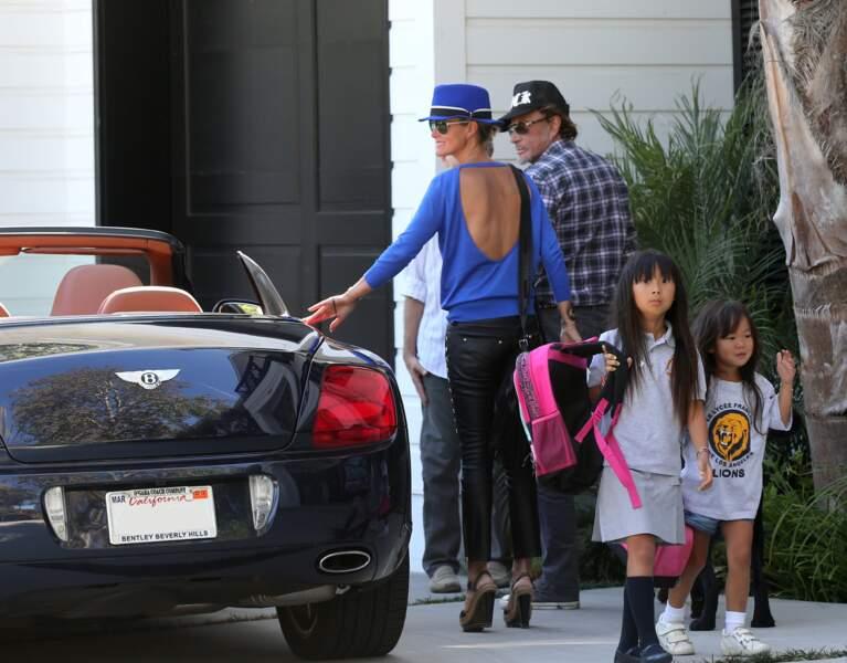 Johnny, Laeticia, Jade et Joy Hallyday devant leur villa de Pacific Palisades, le 7 septembre 2012