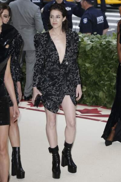 Charlotte Gainsbourg très décolletée au MET Gala 2018