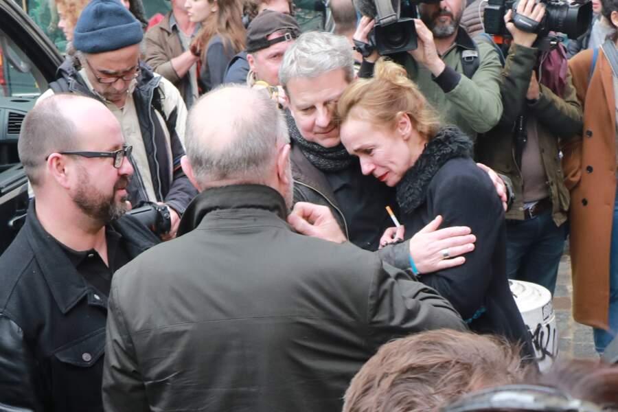 Sandrine Bonnaire, effondrée - People à la sortie de l'hommage à Jacques Higelin au Cirque d'Hiver à Paris le 12 a
