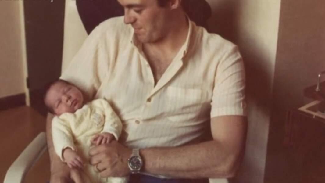 Grégory Lemarchal bébé dans les bras de son père