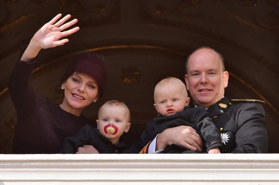 Charlène, Gabriella, Jacques et Albert au balcon du palais lors de la Fête Nationale monégasque le 19 novembre 2015