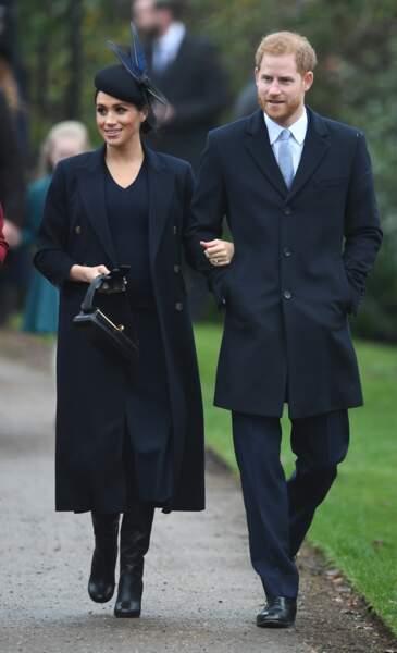 PHOTOS - Meghan Markle en manteau Victoria Beckham pour Noël