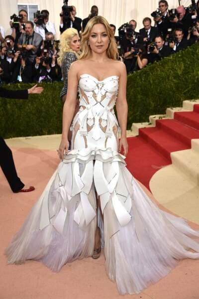Kate Hudson en Donetella Versace