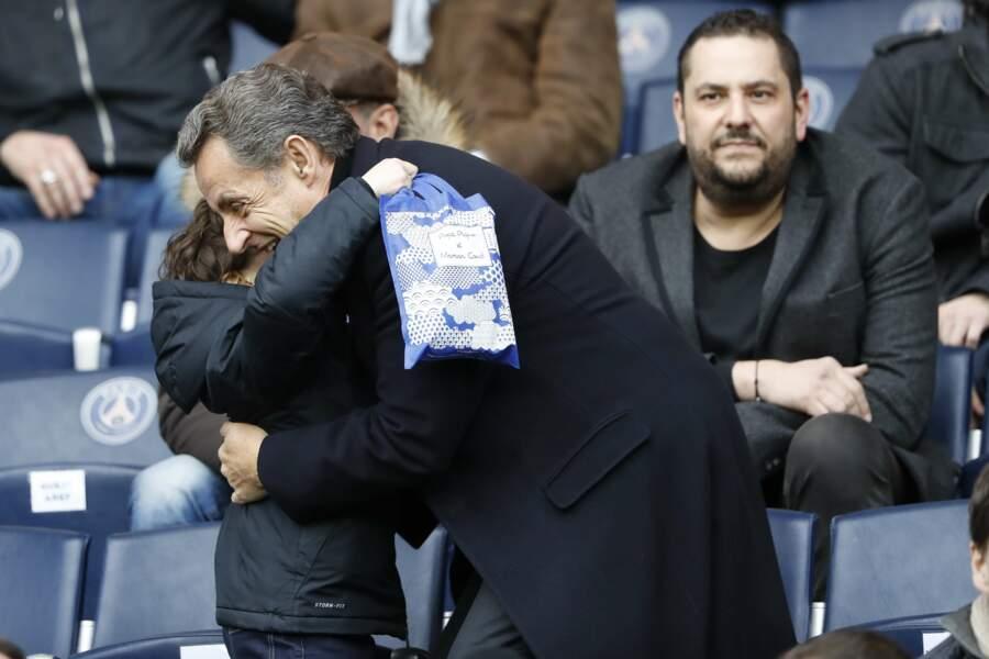 Nicolas Sarkozy embrasse son petit fils Solar