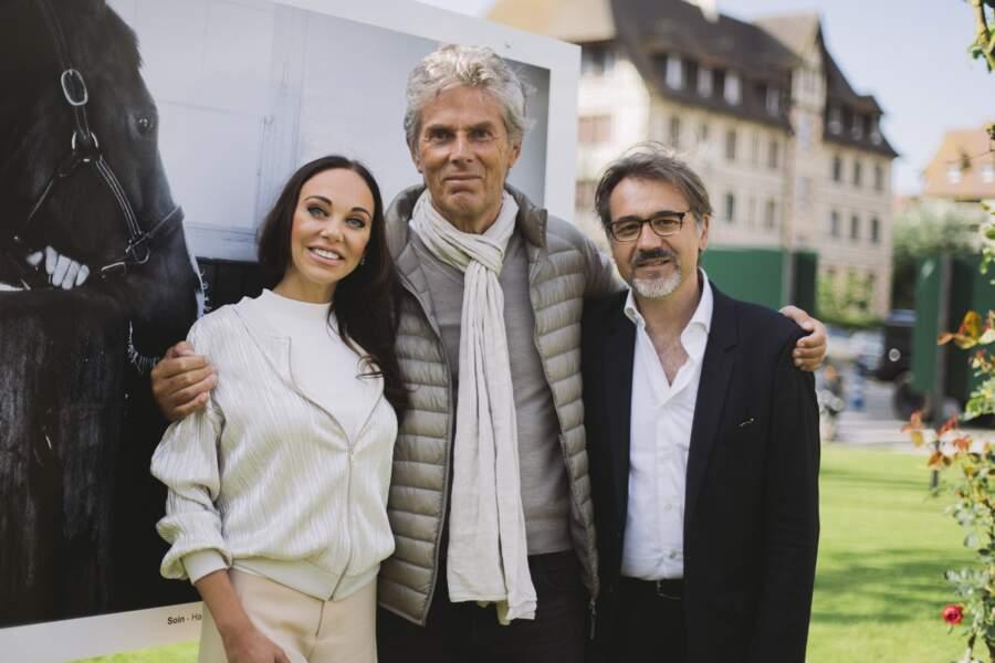 Dominique Desseigne entouré de sa compagne Alexandra Cardinale et du photographe Emanuele Scorcelletti