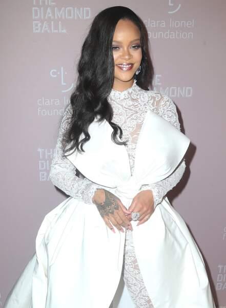 Les célèbres boucles hollywoodiennes de Rihanna.