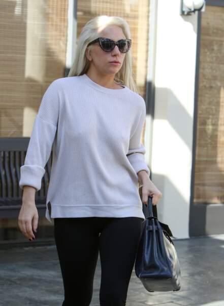 Lady Gaga aimerait de temps à autre utiliser du ruban adhésif pour un lifting express...