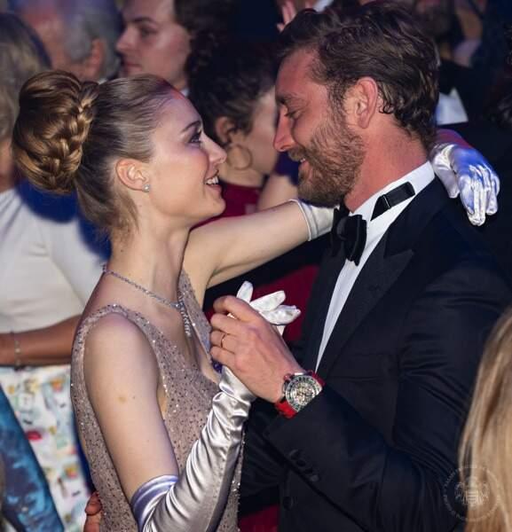 Béatrice Borromeo et Pierre Casiraghi, les yeux dans les yeux sur la piste de danse.