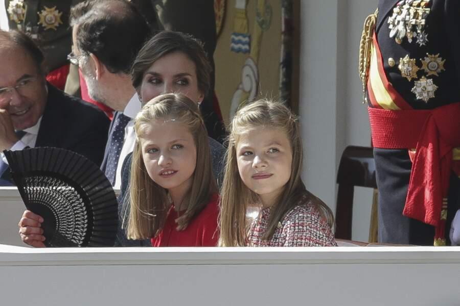 Leonor et Sofia , les filles de la reine Letizia portent souvent des tresses pour orner leurs longs cheveux blonds