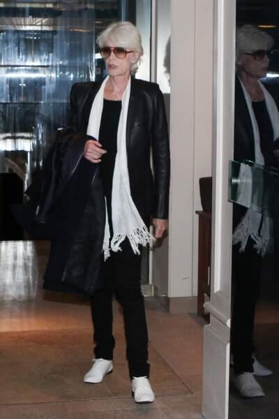 """""""Noir sur blanc"""", c'est l'un de ses derniers titres et son parti pris vestimentaire, aujourd'hui. Minimal et chic."""