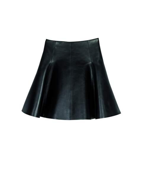 Trapèze, jupe en cuir lisse, 820 € (Longchamp).