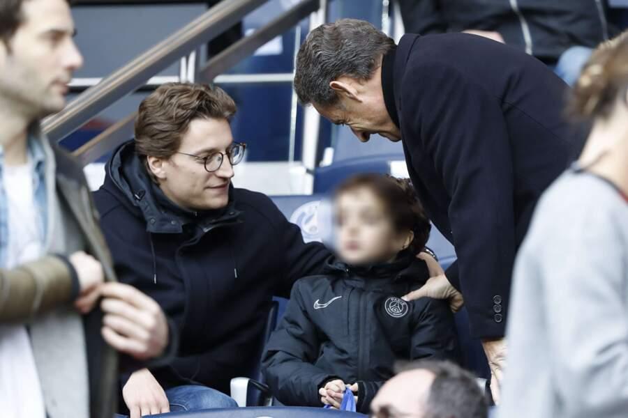 La famille Sarkozy profite du match.
