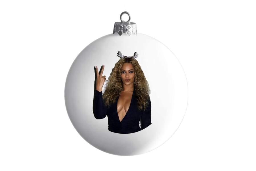 Beyoncé Knowles lance des boules de Noël à son effigie