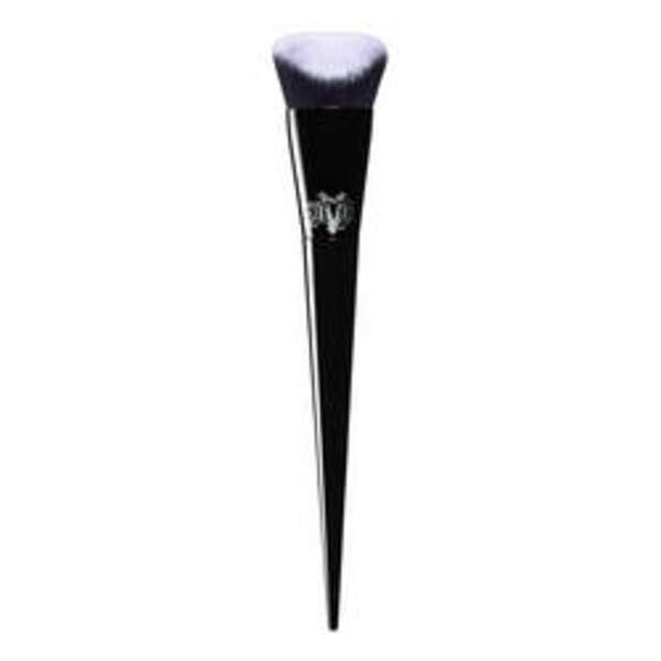 Le Lock-It Edge Foundation Brush, 32 €
