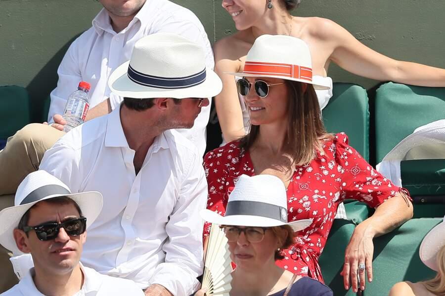 Pippa Middleton et son mari discutent dans les tribunes