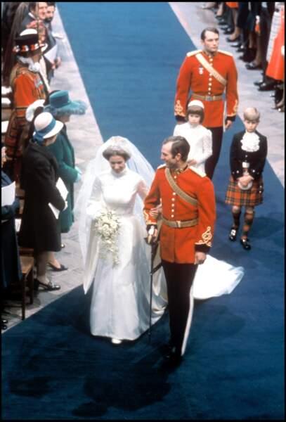 La princesse Anne (en robe Givenchy) lors de son mariage avec Mark Phillips le 14 novembre 1973 à Westminster