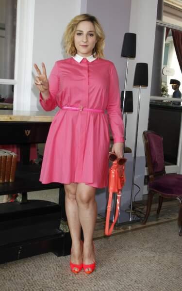Elle adopte un look babydoll en robe rose pour le Festival de Cabourg, en 2013