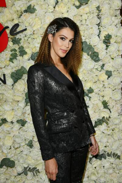 Iris Mittenaere  accessoirise son nouveau carreau d'une barrette xxl, une vraie tendance en 2019