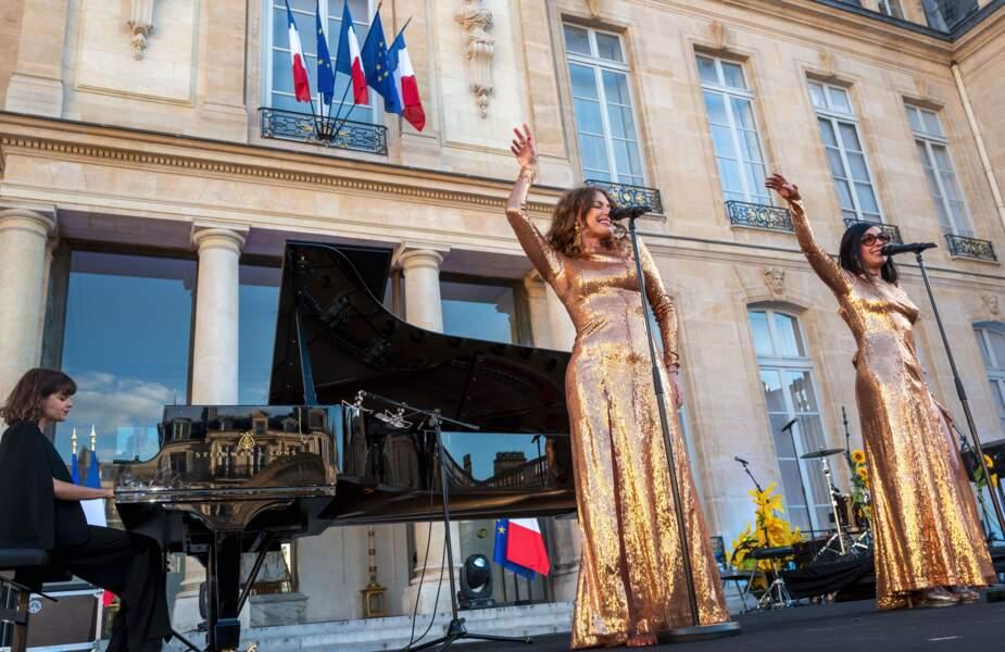 Les Brigitte, Aurélie Saada et Sylvie Hoarau, sur la scène de l'Elysée pour célébrer la Fête de la musique