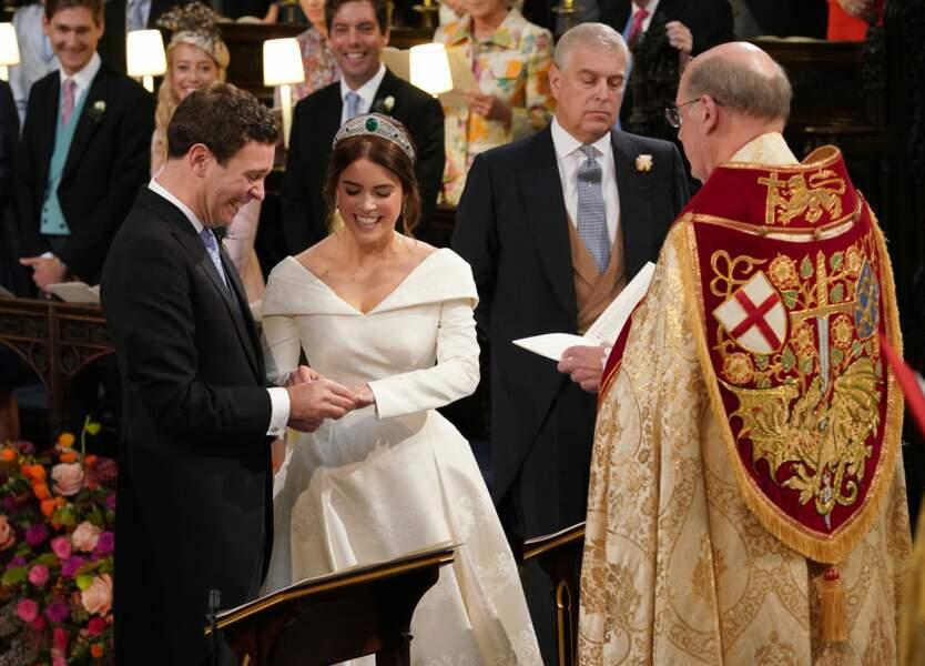 Princess Eugénie radieuse dans sa sublime robe de mariée pour dire oui