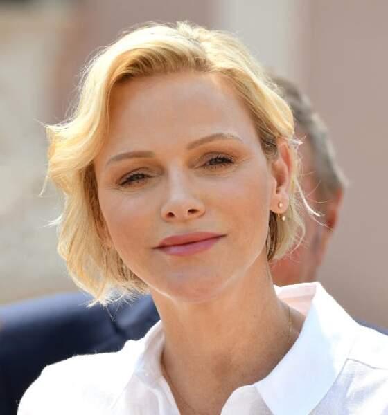 Charlène de Monaco affiche un teint mat et une ombre légèrement irisée