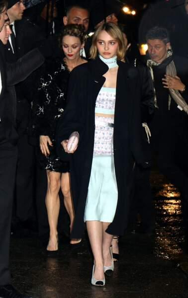 2015 :  Vanessa Paradis et sa fille Lily-Rose Depp, même moue boudeuse mais Lily-Rose encore effacée
