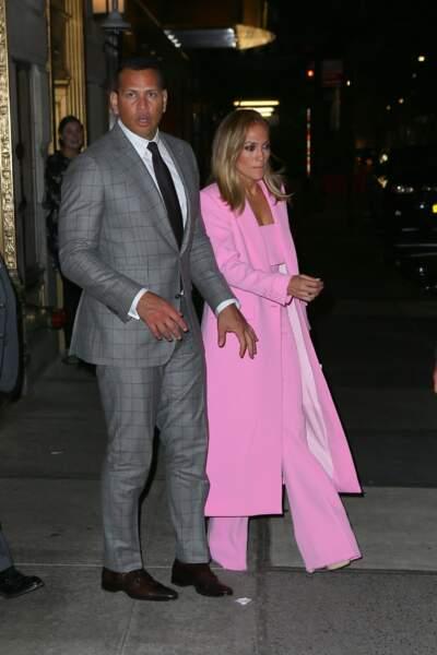 Jennifer Lopez avait opté pour un look à la fois chic et glamour