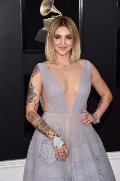 Julia Michaels aime les gros motifs tatoués sur les bras