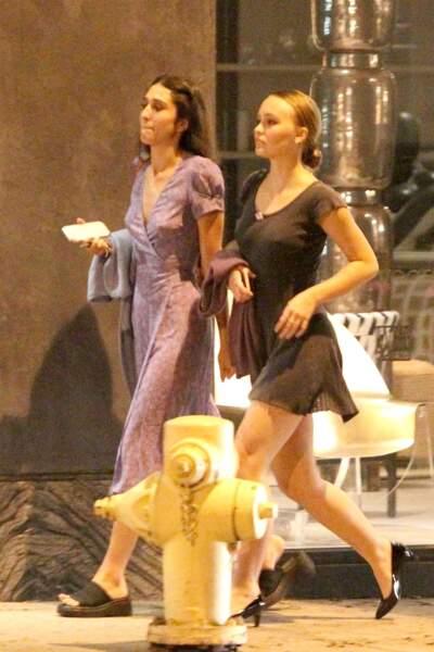 Lily-Rose Depp toute en beauté : robe, talons et cheveux tirés