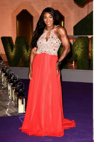 Serena Williams en robe de soirée, une féminité insoupçonnée