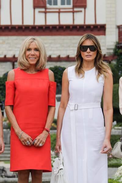 Brigitte Macron rutilante et Melania Trump immaculée, lors de leur visite d'Espelette, le 25 août 2019.