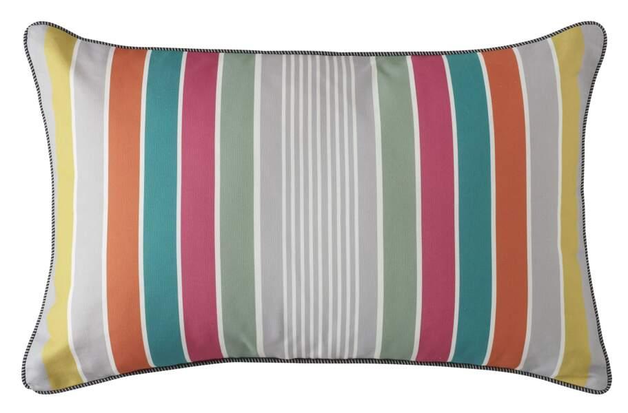 Coussin multicolore Les copains de Colette, 49€, jalla.com