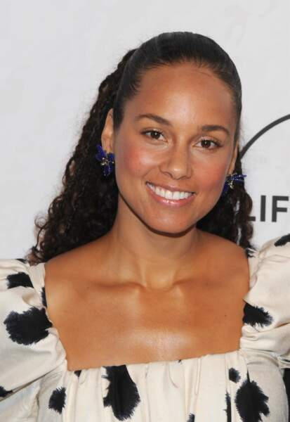 La demie-queue de cheval marche aussi pour Alicia Keys