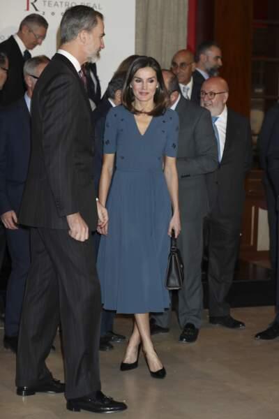 La reine Letizia d'Espagne portait une robe longue bleue signée Hugo Boss
