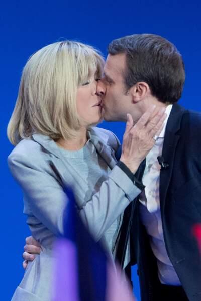 Emmanuel et Brigitte Macron lors de son discours après l'annonce des résultats du premier tour, le 23 avril 2017.