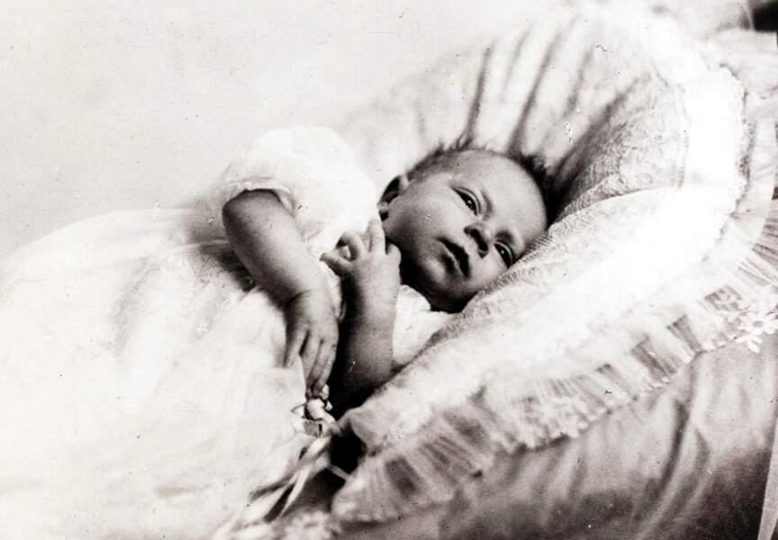 Elisabeth II n'est encore qu'un nourrisson, elle deviendra Reine quelques années plus tard