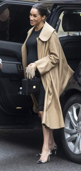 Meghan Markle dans une robe de grossesse le 10 janvier pour relooker des femmes et les aider à retrouver du travail