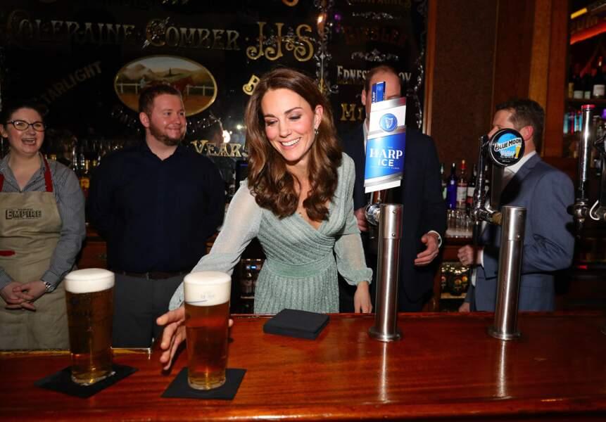 Kate Middleton, derrière le bar