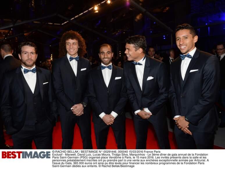 Maxwell, David Luiz, Lucas Moura, Thiago Silva et Marquinhos (en Hugo Boss)