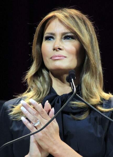 A Las Vegas, Melania Trump affiche le col lavallière qu'elle avait porté lors de la campagne présidentielle de 2016