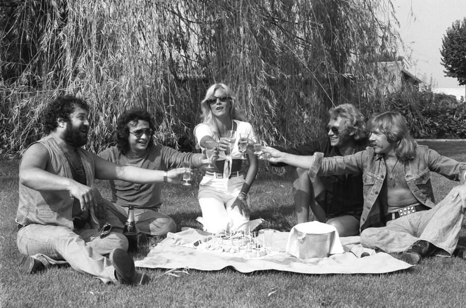 Pour l'anniversaire de Sylvie Vartan, ils trinquent à l'amitié