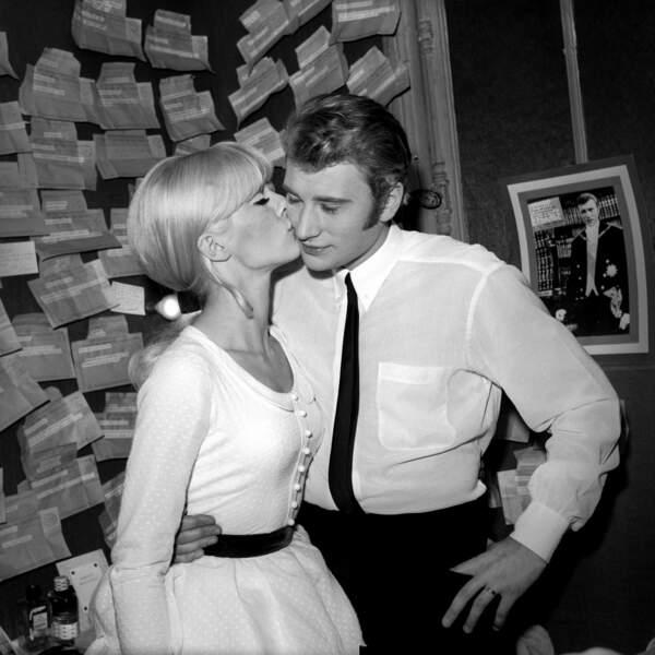 Johnny Hallyday et Sylvie Vartan, dans une loge de l'Olympia en 1965