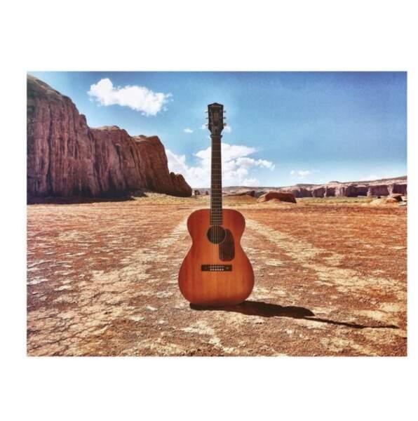 Une jolie guitare déposée là