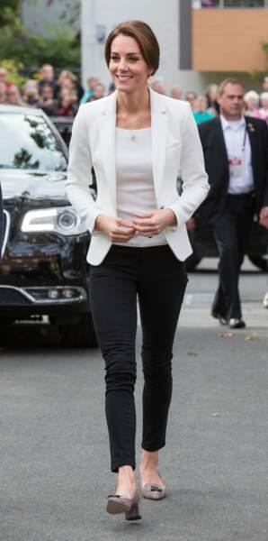 Blazer Zara, top H&M, jean Zara, une princesse petits prix au Canada
