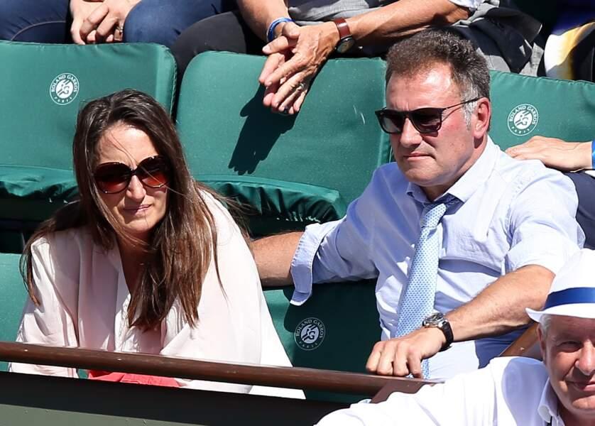 Pierre Sled et sa mystérieuse chérie ont pu profiter d'un temps agréable sur les courts de Roland Garros