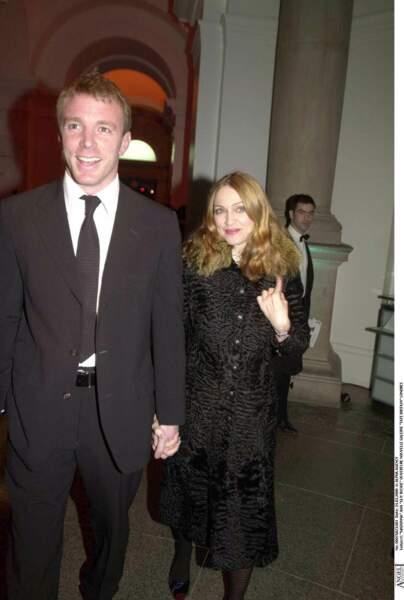 Madonna et Guy Ritchie en 2000 à l'ouverture de la nouvelle galerie Tate à Londres