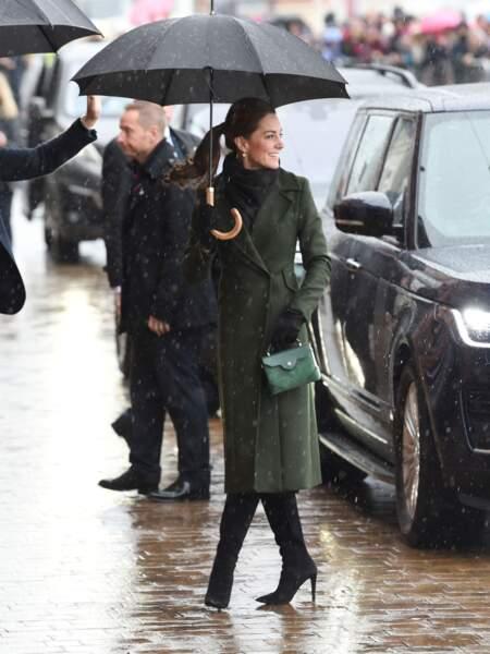 Kate Middleton a opté pour un manteau vert olive Sportmax