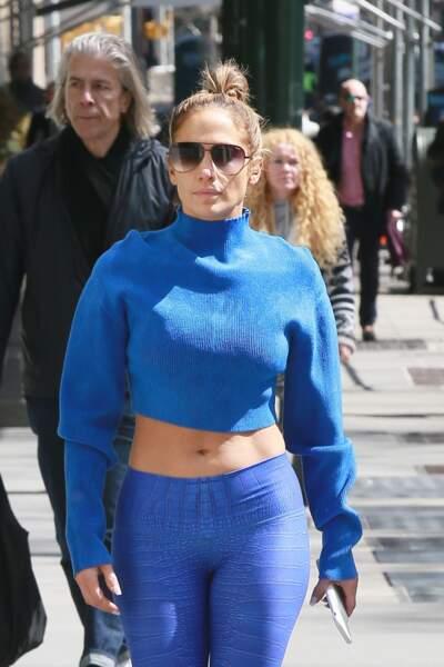 Jennifer Lopez, ici avec sa sœur, adore ce retour du bun pour aller faire du sport