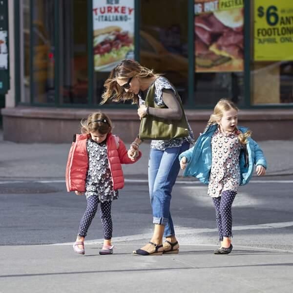 Sarah Jessica Parker et ses filles dans les rues de New York.
