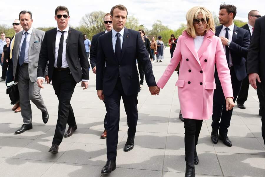José Pietroboni (chef du protocole), Emmanuel et Brigitte Macron